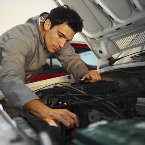 ремонту по автомобилей автослесарь москва
